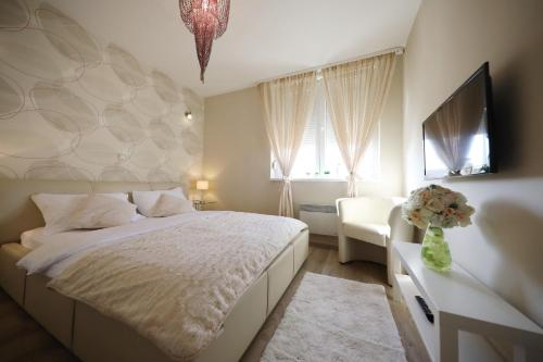 A bed or beds in a room at Top Apartments Zadar