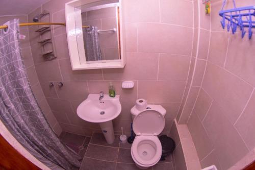 A bathroom at Samay Apart