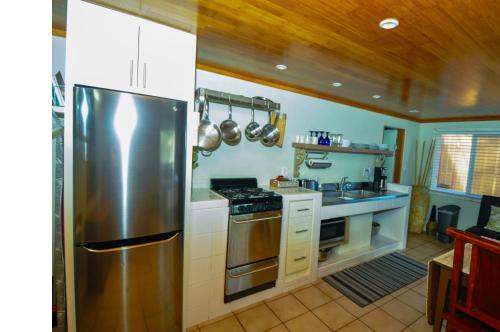 ティキ ムーン ヴィラズにあるキッチンまたは簡易キッチン