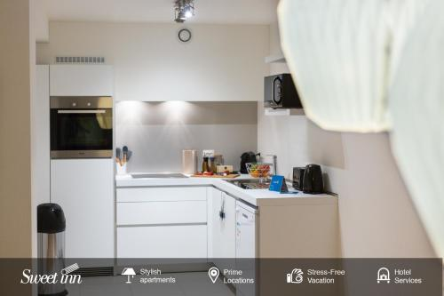Een keuken of kitchenette bij Sweet Inn Apartment - Monnaie