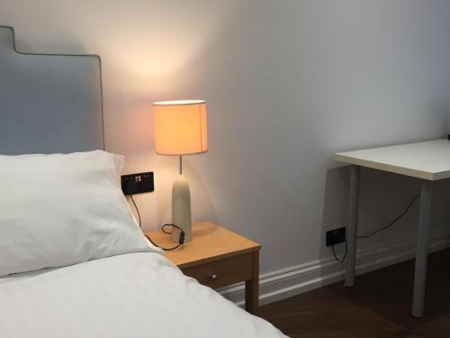 A bed or beds in a room at Lexham Gardens Lodge 5