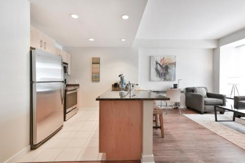 A kitchen or kitchenette at Global Luxury Suites at West End