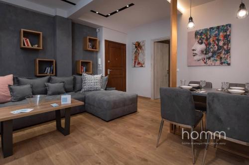 Ein Sitzbereich in der Unterkunft 101m² Renovated Apartment in Koukaki