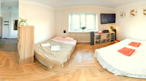 A bed or beds in a room at Fontann Metro Pl.Bankowy apartment near Old Town
