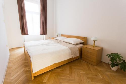 Tempat tidur dalam kamar di City center classic apartment