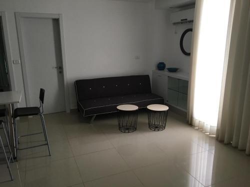 אזור ישיבה ב-דירות כרמל