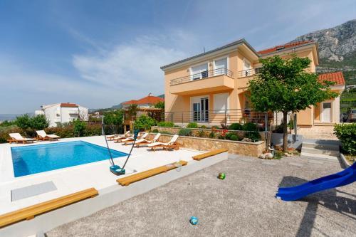 Bazén v ubytovaní Luxury Villa Castrum alebo v jeho blízkosti