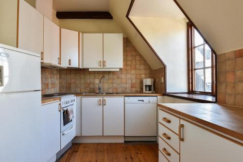 A kitchen or kitchenette at Boende Visby