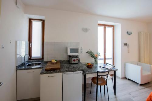A kitchen or kitchenette at Residence Il Borgo