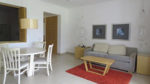A seating area at Condo Taheima in Nuevo Vallarta