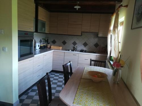 A kitchen or kitchenette at Kuća Za Odmor Barbara