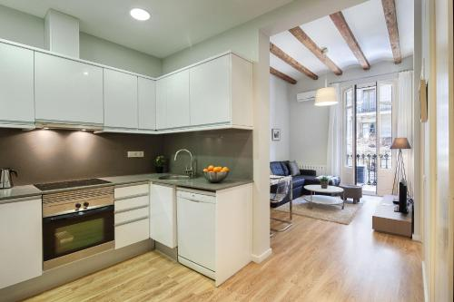A kitchen or kitchenette at Habitat Apartments Boulevard