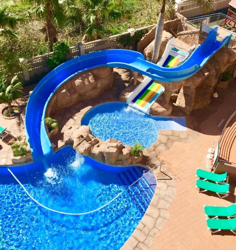 A view of the pool at Hotel Victoria Playa or nearby