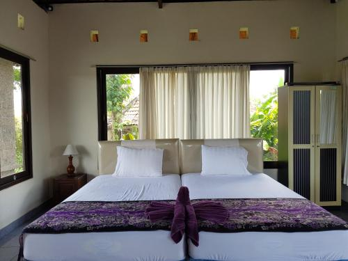 Cama ou camas em um quarto em Mimpi manis villa