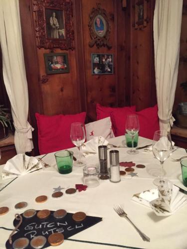 Ein Restaurant oder anderes Speiselokal in der Unterkunft Gasthof Kirchbrücke