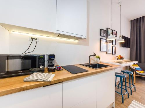 A kitchen or kitchenette at Apartments Withlove Zadar