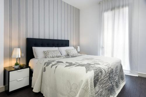 A bed or beds in a room at Catedral Bas Apartments Barcelona