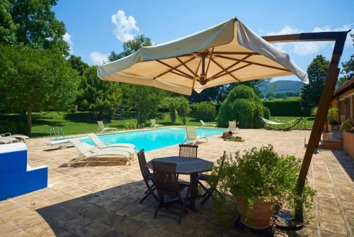 בריכת השחייה שנמצאת ב-Cottage del Limone או באזור
