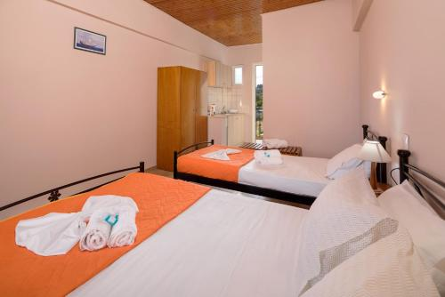 A bed or beds in a room at MARE BLU STUDIOS & SUITES