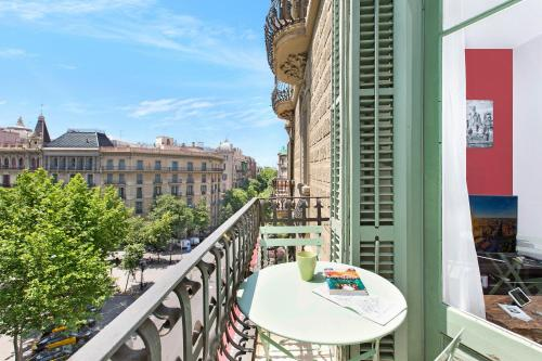 A balcony or terrace at Central Suites Barcelona