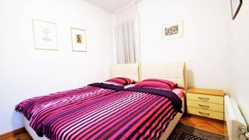 Кровать или кровати в номере Apartment Helena