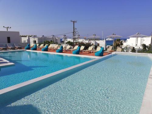 בריכת השחייה שנמצאת ב-Pelagos Studios או באזור