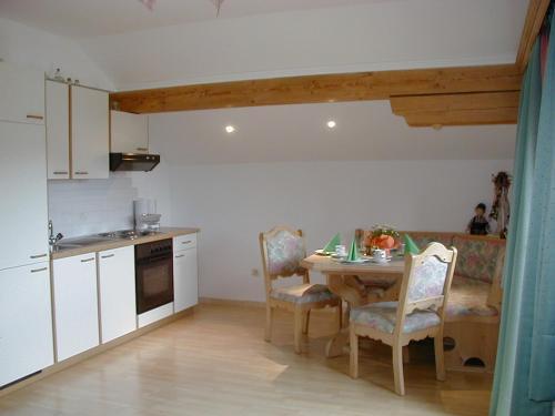 A kitchen or kitchenette at Ferienwohnung Maria Gstatter