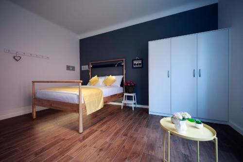 Bunk bed o mga bunk bed sa kuwarto sa Tkalcha4U