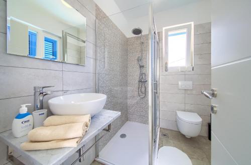 Kupaonica u objektu Apartments Mali Nono