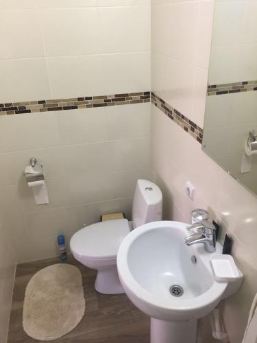 A bathroom at Guest House Bee