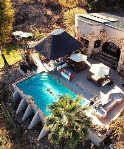 Vaade basseinile majutusasutuses Sasa Safari Camp või selle lähedal