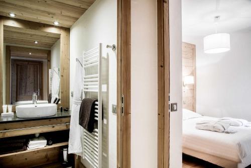 A bathroom at Résidence - Les Grandes Alpes