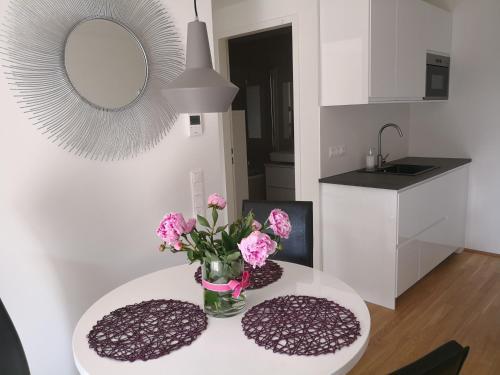 A kitchen or kitchenette at Vienna City Apartment