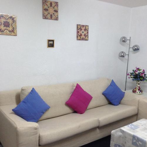 A seating area at Habitación Ciutat Vella