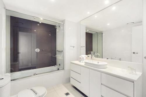 Vonios kambarys apgyvendinimo įstaigoje Luxury 5 Star Surfers Paradise Residences