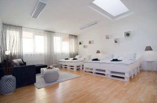 Ein Sitzbereich in der Unterkunft Holiday House in the Center of Prague