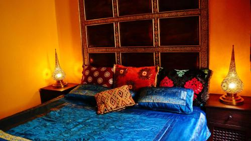 A bed or beds in a room at Moura Only for Two