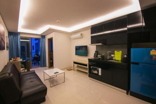 Кухня или мини-кухня в Sanctuary Wongamat Apartment 1-Bedroom