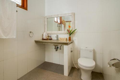 A bathroom at Villa Joglo Jagat