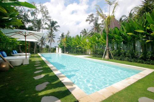 The swimming pool at or close to The Apartments Ubud