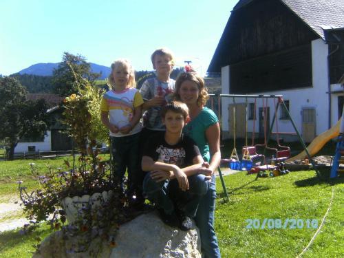 Eine Familie, die in der Unterkunft Andrebauernhof übernachtet