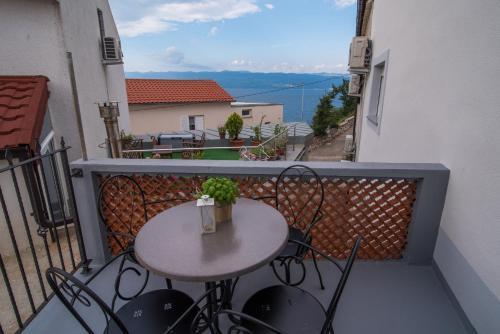 A balcony or terrace at Apartments Tara
