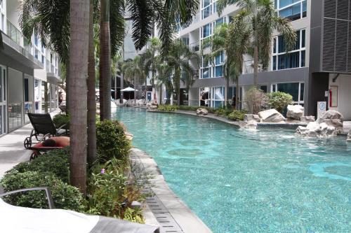Бассейн в Central Pattaya Apartments или поблизости