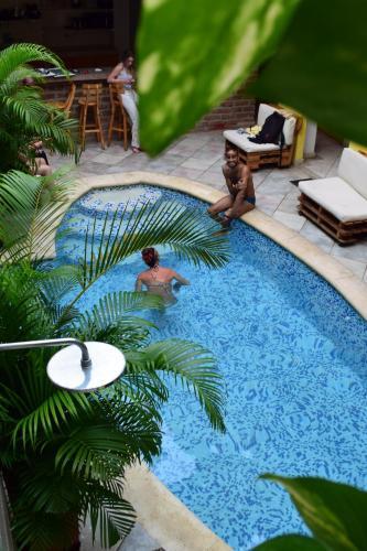 A piscina localizada em El Arsenal Hostel Boutique ou nos arredores