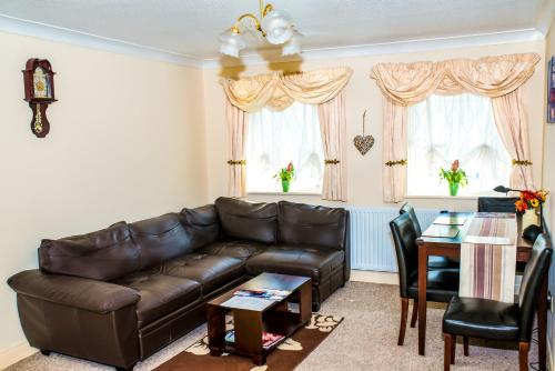 A seating area at 1 Bedroom apartment near Excel