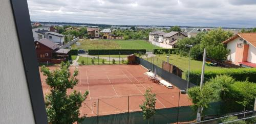 Tennis and/or squash facilities at Denisa Apartamente or nearby