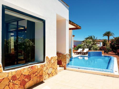 Het zwembad bij of vlak bij Playitas Villas