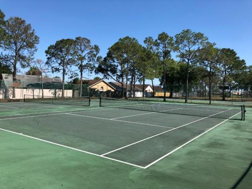 Tennis and/or squash facilities at Laguna Villas or nearby