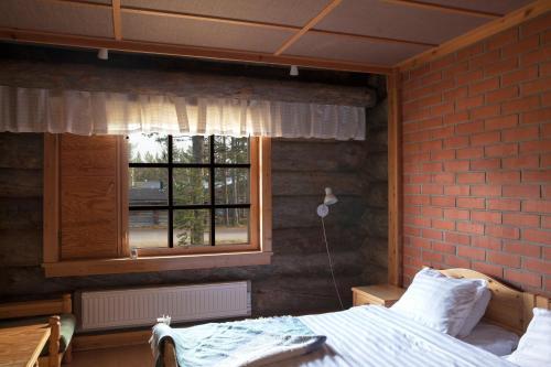 Vuode tai vuoteita majoituspaikassa Huskylodge