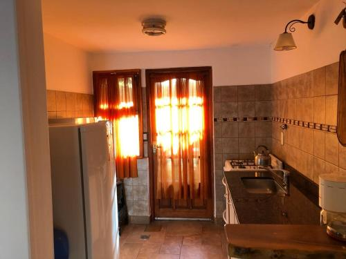 Una cocina o kitchenette en cabanas las moras